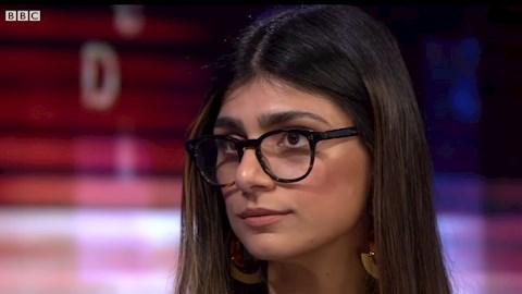 mia-khalifa-volt-pornoszineszno-is-a-libanoni-aldozatok-segitsegere-siet-arverezessel-miert