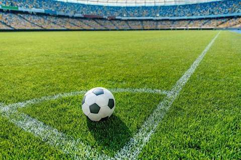ce-lungime-are-un-teren-de-fotbal