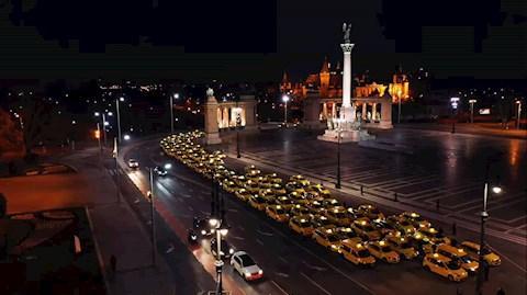 mit-uzennel-az-egeszsegugyben-dolgozoknak-a-taxisok-felvonultak-budapesten-a-korhazi-dolgozokert