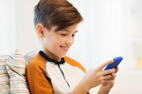 fennhejazas-diakoknak-olyan-telefont-vasarolni-amit-uzletembereknek-terveztek
