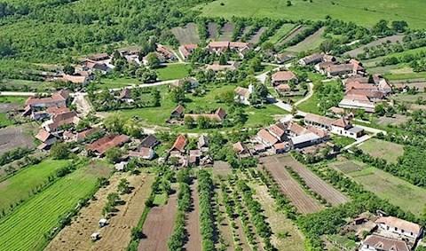ti-kikoltoznetek-falura